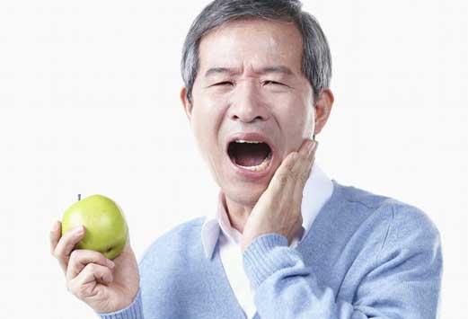 為什麼老年人一上了年紀牙齒就容易發酸?